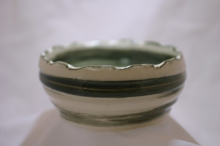 Crenulated bowl - Ceramic by BloodySurfer