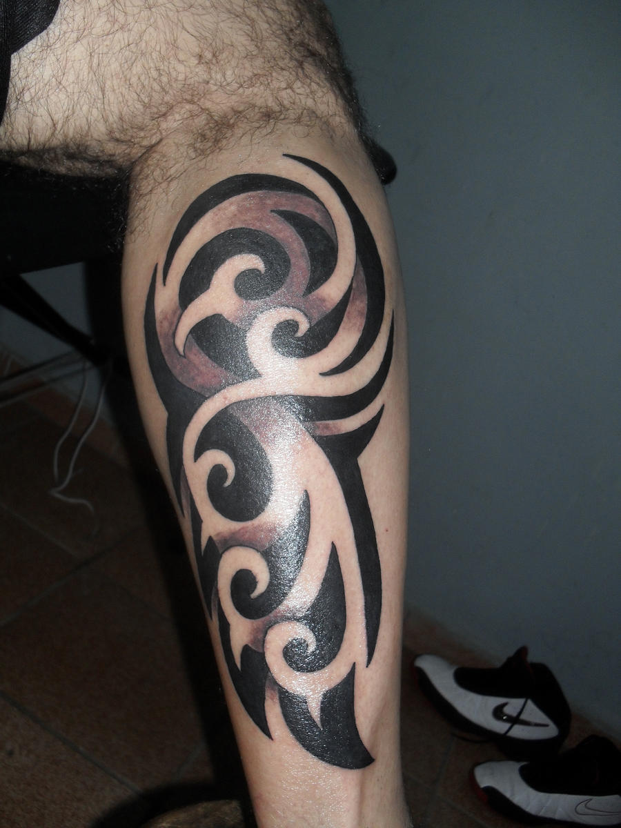 Tribal leg tattoo by xandaumtattoo