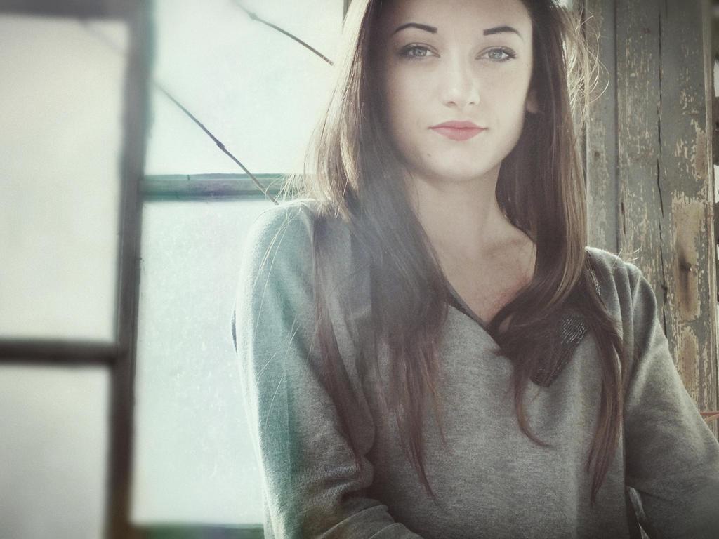simple girl by noxyzz on DeviantArt