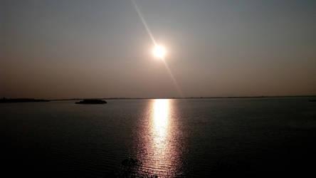 Beautiful sunlight reflection by Mischievous-Hyena