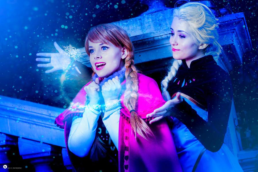 Elsa and Anna - Frozen by NunnallyLol