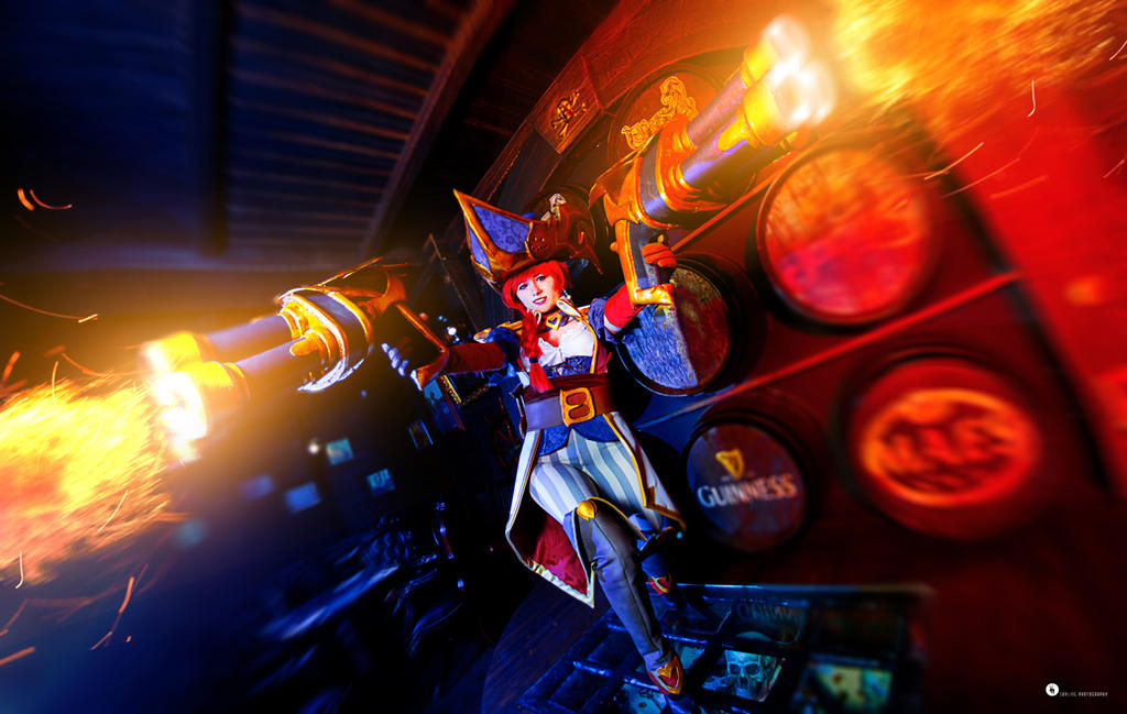 Captain Miss Fortune - League of Legends by NunnallyLol