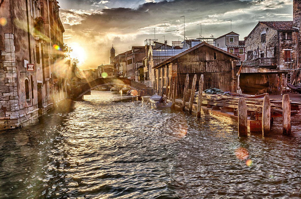 Urbanstreet in Venice by orangebutt