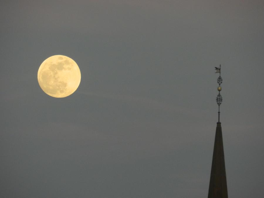 disney moon by brisingr29