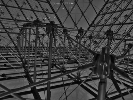 Louvre - Pyramide 2