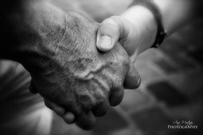 Give me your hand by Anamartinez-Fotograf