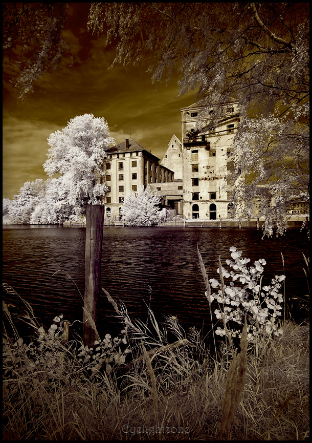 _ abandoned harbour 02 - IR by EYELIGHTZONE