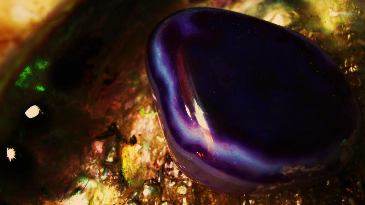 Violett Energi by Gothic-Romance