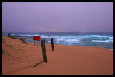 Drizzley dawn by the beach by heartyfisher
