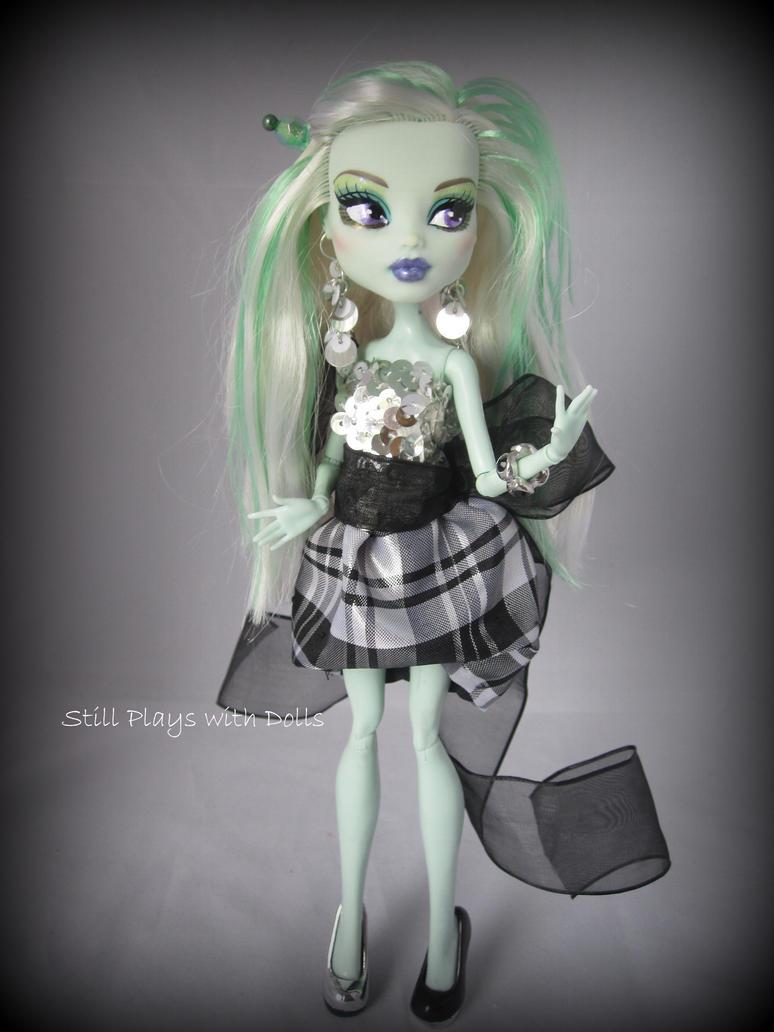 Priscilla-Cinderella's Wicked Step-sister by arkohio