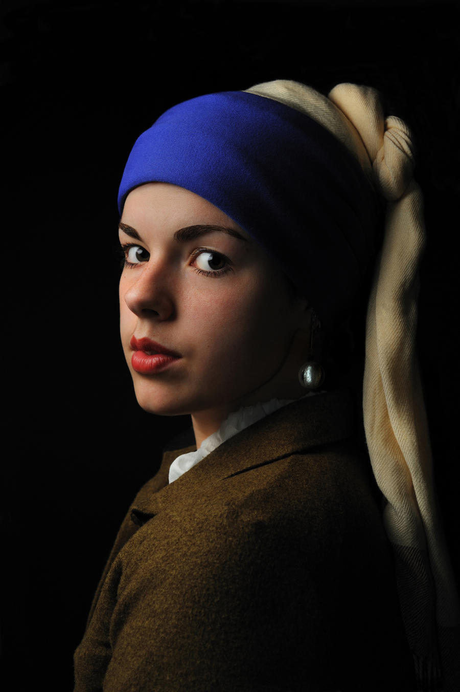 Girl with a pearl earring by TheRaPhotography on DeviantArt A Girl With A Pearl Earring