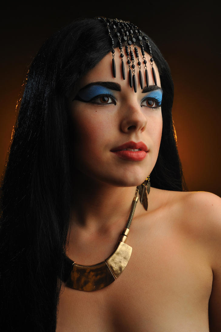 How to look like an egyptian goddess
