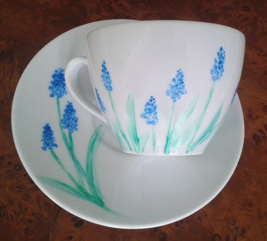 Muscari bluebells on a teacup by UszatyArbuz