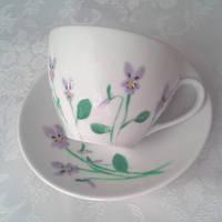 Violets on a teacup by UszatyArbuz