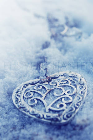 My frozen heart by EliseEnchanted