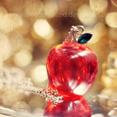 Golden apple by EliseEnchanted