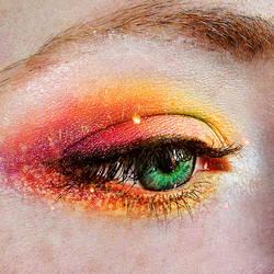 Eyes of emerald green