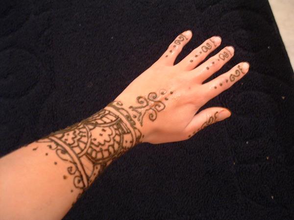 Mehndi Tattoos For Wrist : Henna tattoo on wrist makedes