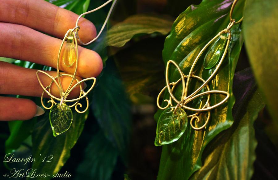 Green leaf - elf's pendant by Laurefin-Estelinion