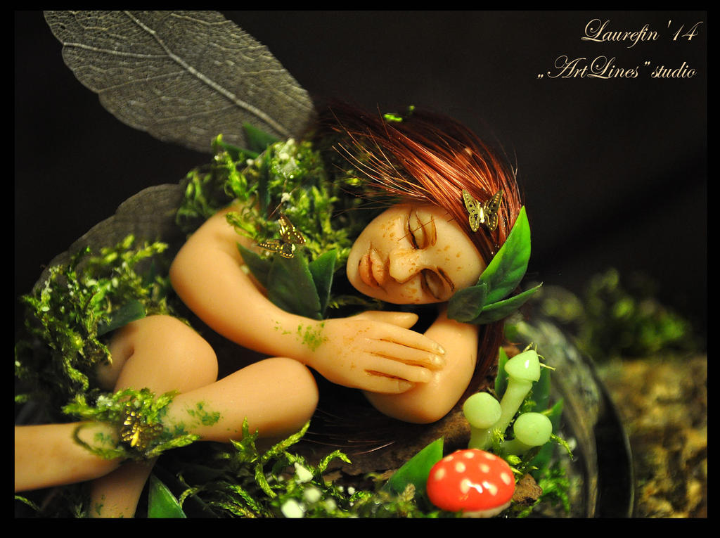 Small sleepy fairy - glow in the dark miniature by Laurefin-Estelinion