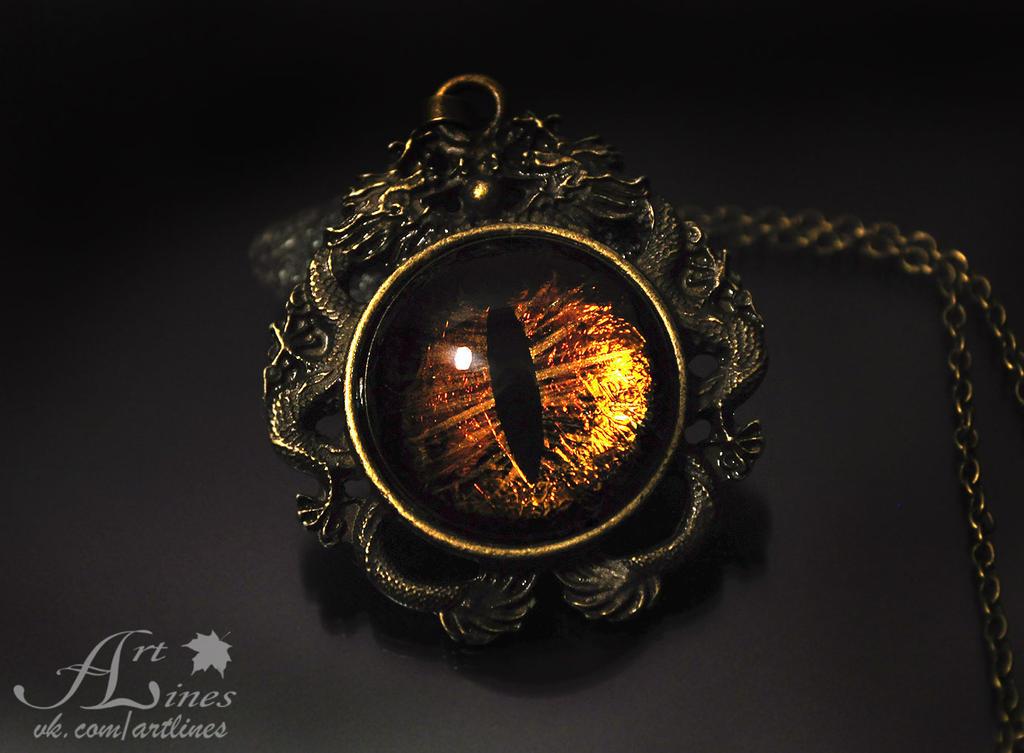 Golden dragons - eye by Laurefin-Estelinion