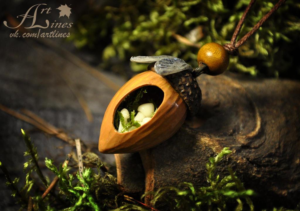 The gargen of small fairy.Glow in the dark pendant by Laurefin-Estelinion