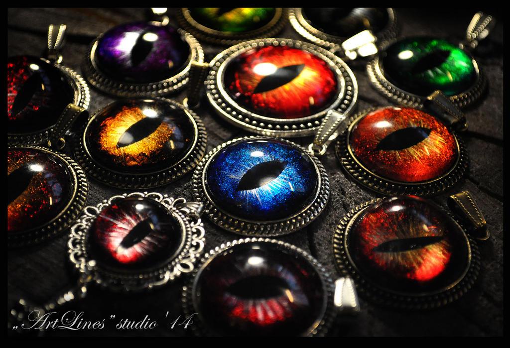 Dragon's eyes - hand-painted pendants by Laurefin-Estelinion