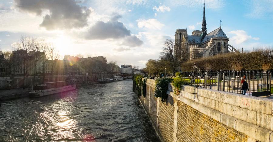 Cathedrale Notre-Dame de Paris by cheechwizard