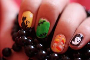 Halloween Nails by angelkittin