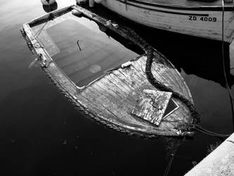 sinking boat by aerendial