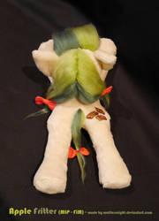 Apple Fritter Beanie Plush (back view)