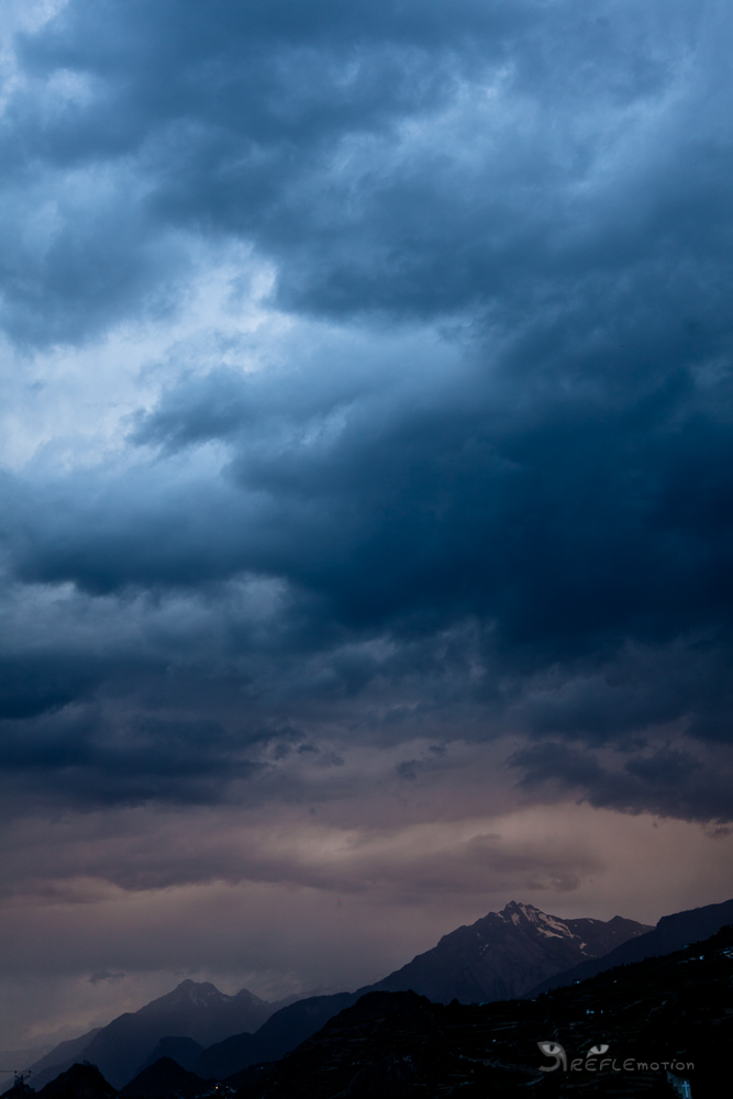 Heavy Clouds by REFLEmotion
