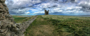 Dunstanburgh Castle by omick