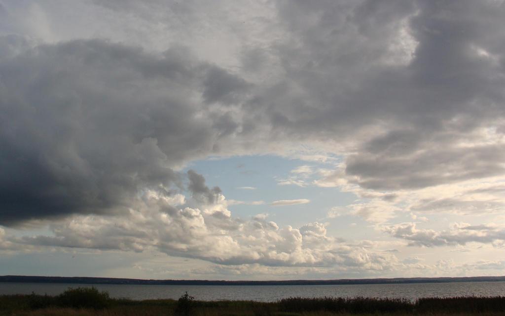 Lake Pleshcheyevo by chur