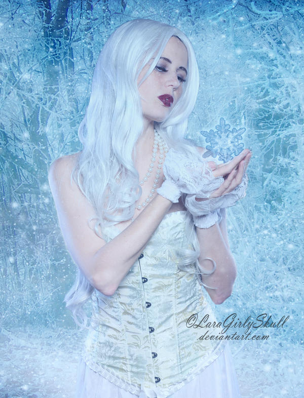 The Snow Queen by LaraGirlySkull
