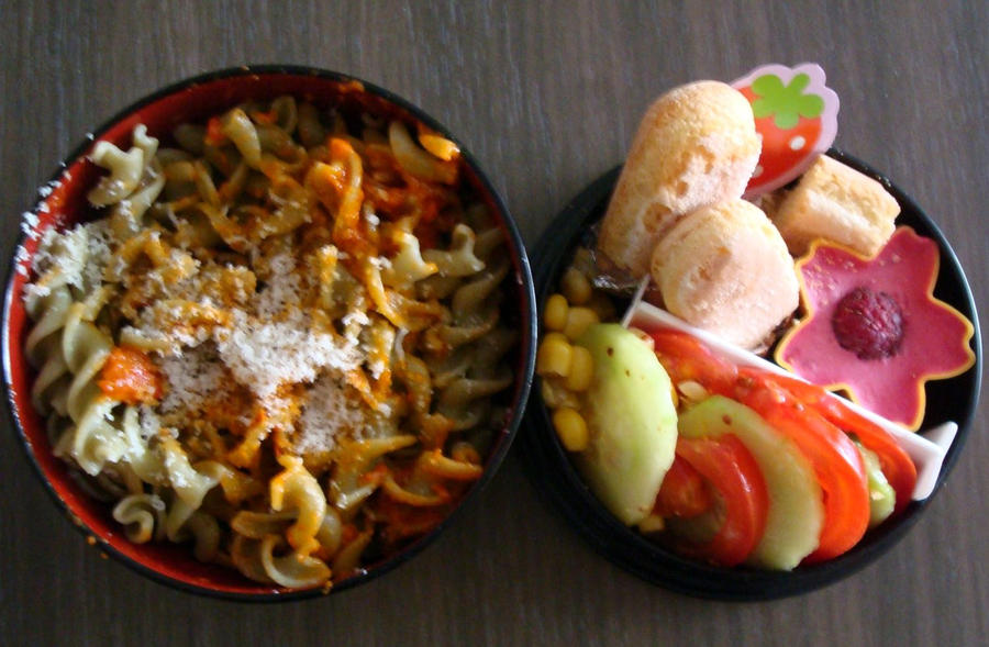 Bento tortellini and raspberry mousse by Vetriz
