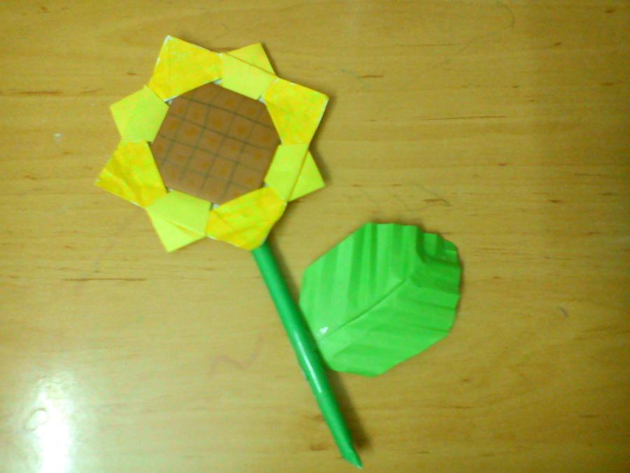 Origami Sunflower With Stem And Leaf By Sutoroberikurimu On Deviantart
