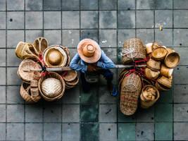 Basket seller by Tairenar