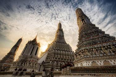 Wat Arun by Tairenar