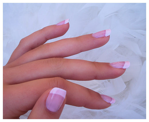 french manicure short nails by Tartofraises