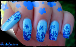 blue fowers and glitters by Tartofraises