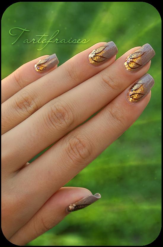 nail art brown flowers by Tartofraises