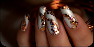 glittering nails by Tartofraises
