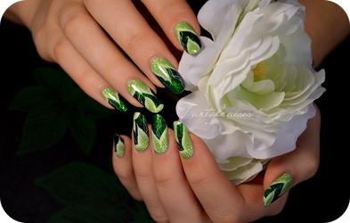 green leaves nail art