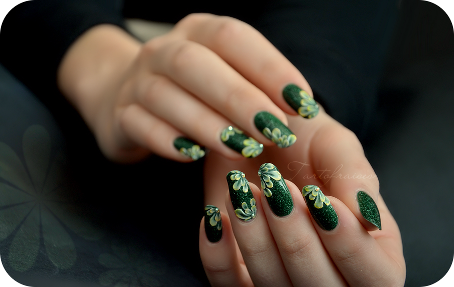 3d green acrylic nails by Tartofraises
