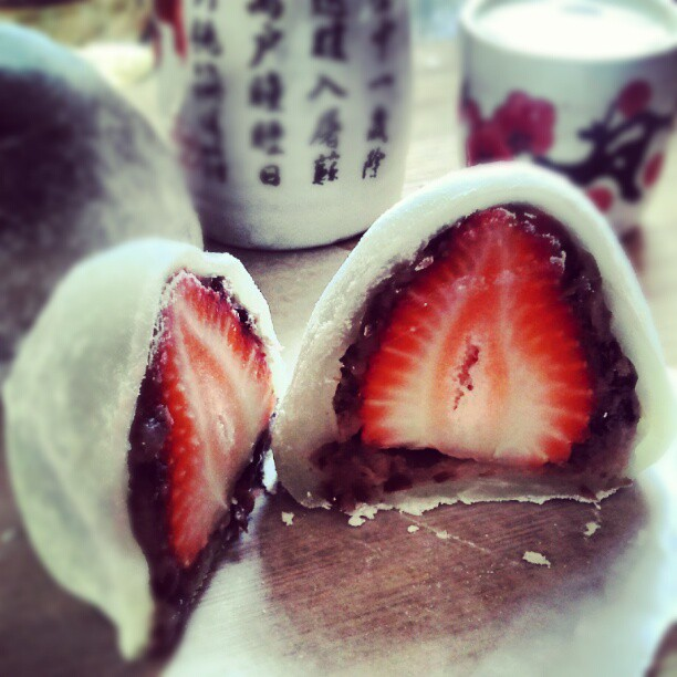 strawberry daifuku. by sorekara