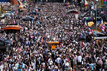 Oktoberfest: weekend crowd