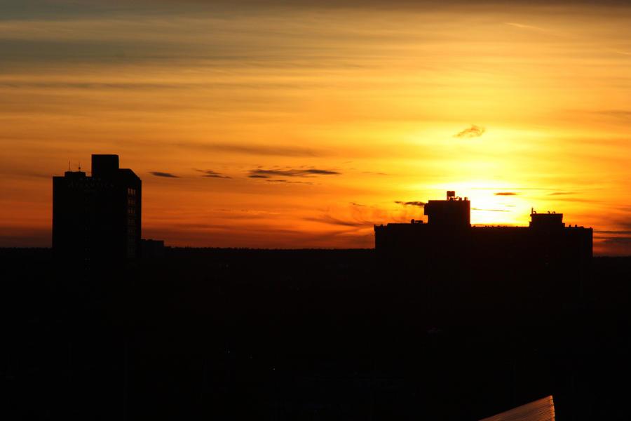 Skies of Orange by XxQuothTheRavenxX