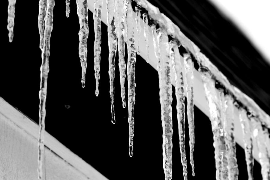 Icicles 2 by XxQuothTheRavenxX