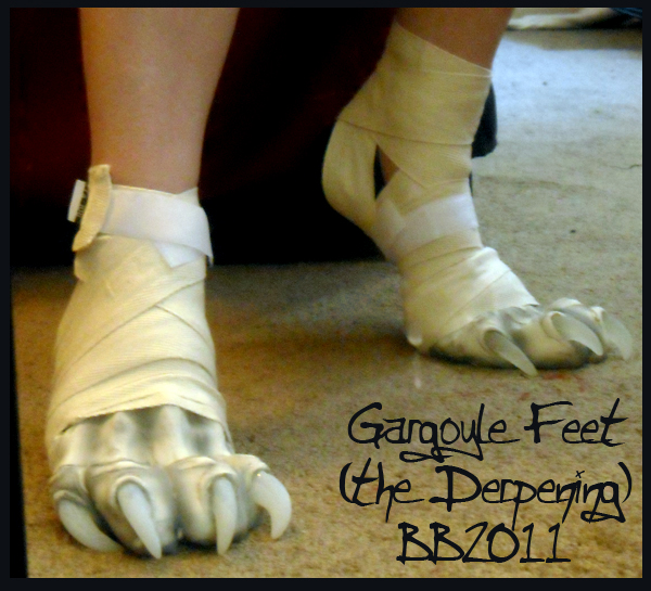 Gargoyle feet again by Magpieb0nes